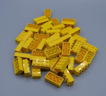 Preview: LEGO 50 x Basisstein 2x4 gelb yellow basic brick 3001 300124